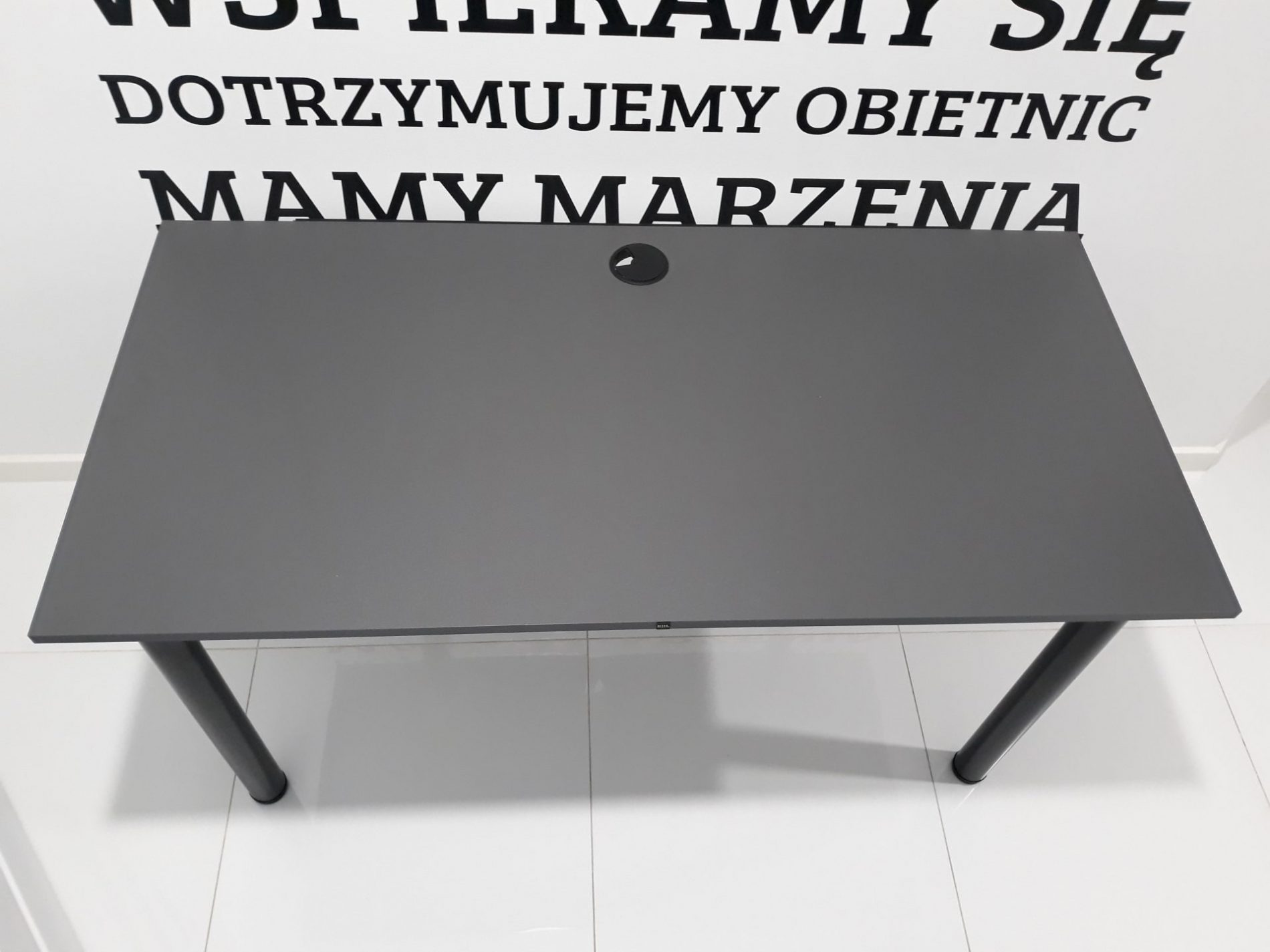 duże biurko do komputera